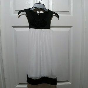 NWT Zunie Sleeveless Black and White Size 7